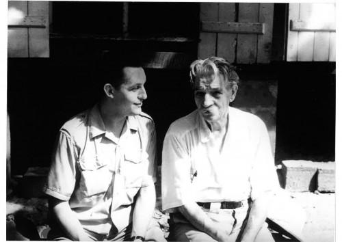 Gilbert Cotteau reçoit le soutien du docteur Schweitzer.