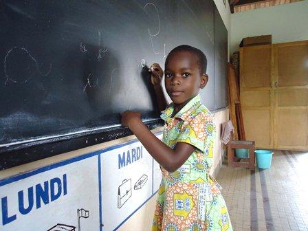 Fatou, élève d'une école SOS en Côte d'Ivoire